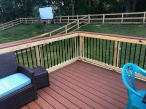 Wood Deck Rail with Black Aluminum Balusters